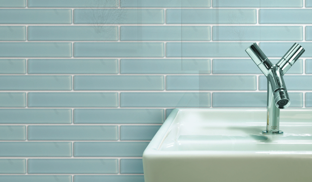 Charming and Classic Glass Backsplash in Vetro Crystal Blue Tiles